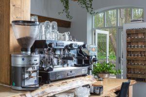 huiselijk vergaderen met goede koffie
